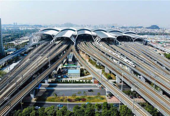 More and more high-speed rail stations in urban airports use steel space frame roofs