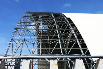 What are the support methods of the space frame structure?